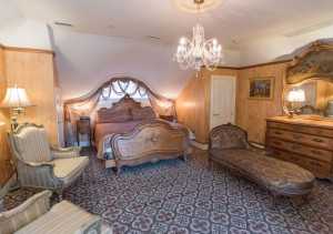 Camelot Room | Baltimore B&B