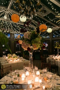 Atrium dining with Chinese lanterns, Bradley Images