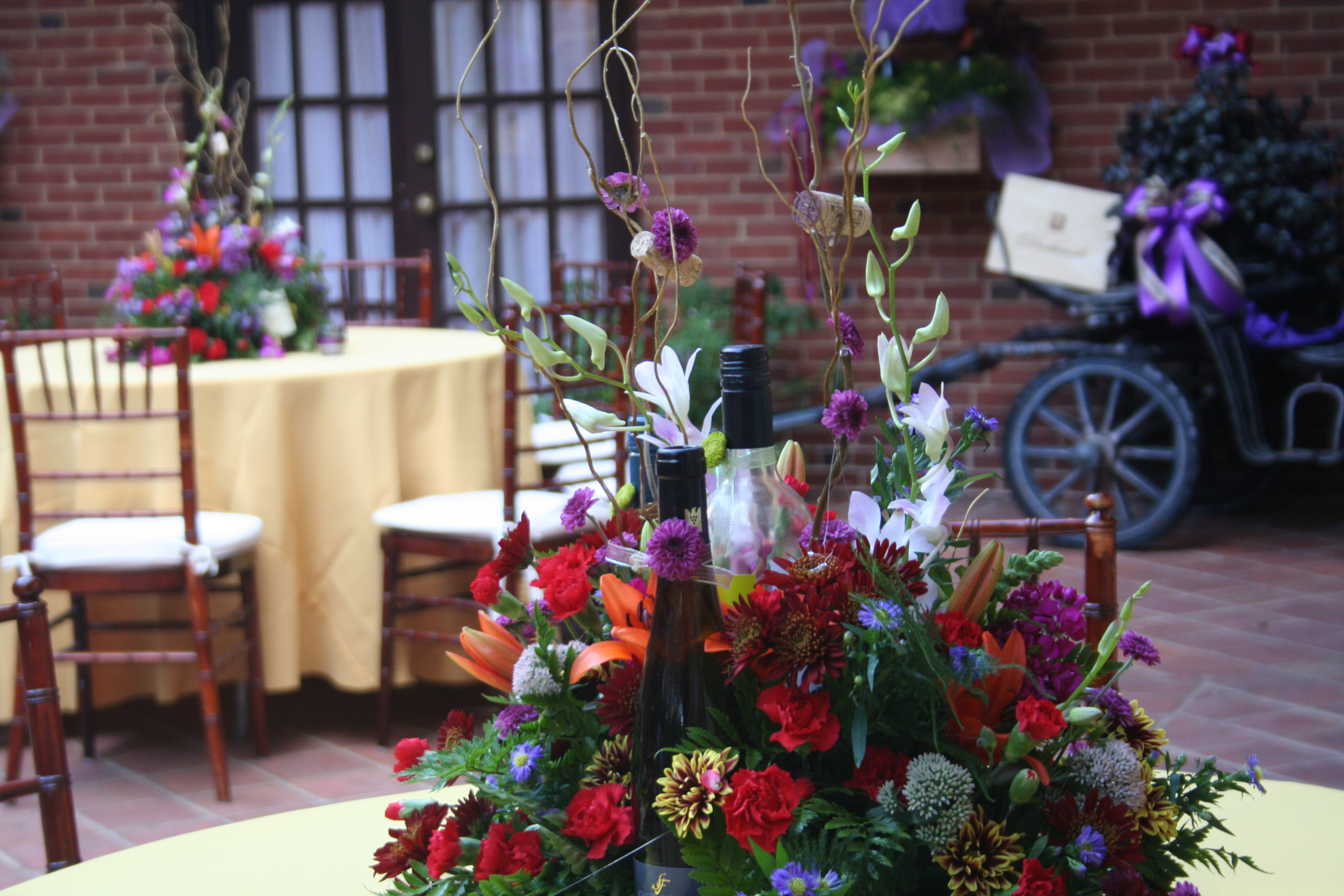 Carriage house september wedding with wine theme for Wedding themes for september